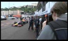Video: Kimi Raikonens Monako gandrīz pakļūst zem Fetela formulas riteņiem