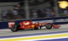 Fetels uzvar 'Mercedes' komandai neveiksmīgajā Singapūras etapā