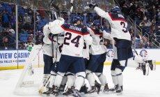 Video: Slovāku jaunie hokejisti ar iespaidīgu sasaukšanos ģērbtuvē atzīmē uzvaru pār ASV