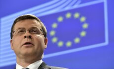 Домбровскис поддерживает идею налога на топливо из-за беженцев
