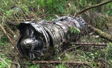 Foto: Pie Maskavas nogāzies iznīcinātājs 'Sukhoi Su-27'; pilots miris