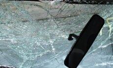 BMW un 'Dacia' sadursmē cieš un slimnīcā nonāk četri cilvēki