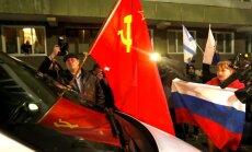 Bruņoti cilvēki aizbiedē ANO sūtni; ierodoties EDSO novērotājiem, krievi pārtrauc aplenkumu (teksta tiešraides arhīvs)