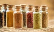 Garšvielu burciņas: kā tās kompakti un pārskatāmi izkārtot virtuvē
