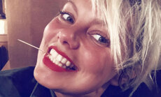 Linda Leen apbur ar žilbinošu smaidu