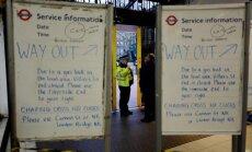 Lielbritānijas policija aiztur vīrieti par viltus spridzināšanas draudiem Čeringkrosas stacijā