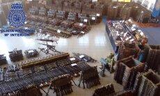 Foto: Spānijas policija konfiscējusi milzīgu ieroču arsenālu