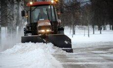 Foto: Rīga pieputināta; dienesti sāk sniega izvešanu