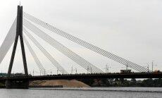 Kozlovskis skeptisks par sodu palielināšanu kāpējiem Vanšu tiltā
