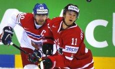 Kanādas hokeja izlasei teicams otrais periods palīdz uzvarēt Čehiju