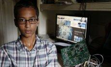 Par ASV pašdarinātā pulksteņa atnešanu uz skolu aizturēto pusaudzi Obama un Cukerbergs aicina ciemos