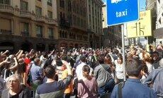 Video: Katalāņi Barselonas ielā protestē pret politiķu aizturēšanu