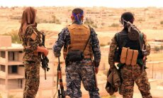 ASV sāk sūtīt ieročus kurdu kaujiniekiem Sīrijā