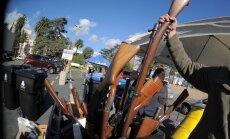 Losandželosas policija izsniedz dāvanu kartes apmaiņā pret ieročiem