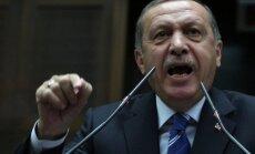 Erdogans sociālos medijus pielīdzina 'slepkavas nazim'