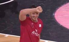 Video: Blūmu Bilbao komandas līdzjutēji sveic ar sirsnīgām ovācijām