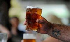 Deputāti atbalsta aizliegumu lielajos tilpumos tirgot alkoholu, kas stiprāks par 5,8%