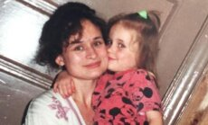 Monami Frost ar mammu