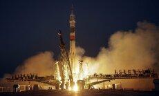 Uz SKS devušies trīs astronauti