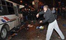 Krievija Doņeckas asiņainajās sadursmēs vaino 'labējos radikāļus'