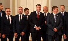 Foto: Valsts prezidents Rīgas pilī tiekas ar Latvijas hokeja izlasi