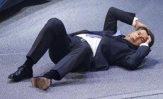 Video: BMW priekšsēdētājs Frankfurtes izstādē saļimst uz skatuves