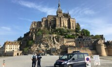 Francijā evakuēti tūristi no Monsenmišelas abatijas