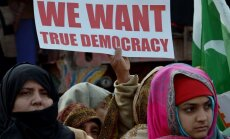 Пресса Британии: демократия переживает кризис по всему миру