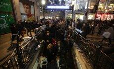 Policija Londonā saņēmusi viltus trauksmi par apšaudi metro stacijā