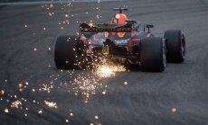 Rikjardo īsi pirms finiša pārņem vadību un uzvar Ķīnas 'Grand Prix'