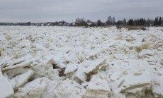 ФОТО. Вода в Даугаве у Екабпилса поднялась выше уровня паводкового затопления
