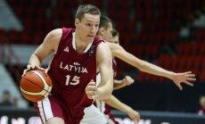 Latvijas U-20 basketbolisti EČ cīņā par piekto vietu zaudē Itālijai
