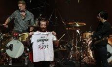 'Eagles of Death Metal' Parīzē pabeidz teroraktu pārtraukto koncertu