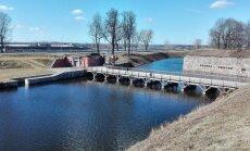 Neierasti kadri: Ūdens ieskauj Dinaburgas cietoksni Daugavpilī