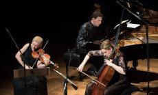 Foto: Eva Bindere, Kristīne Blaumane un Reinis Zariņš koncertē Cēsīs