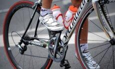 Rosinās stingrākus noteikumus par riteņbraucēju apsteigšanu uz ceļiem