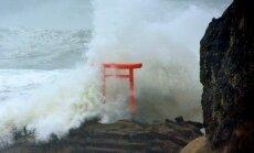 Taifūns 'Lionrock' applūdina Japānas ziemeļu rajonus; prasa 10 cilvēku dzīvības
