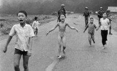 'Napalma meitene': kas ir ikoniskais foto, kuru nocenzēja 'Facebook'