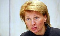 'Swedbank' grib piedzīt parādu no Plaudes-Rēlingeres, viņas dēla un diviem 'Kolonnas' uzņēmumiem
