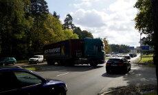 Sarkandaugavā avarē vairāki kravas auto; kavēta satiksme