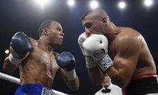 Brits Jūbenks uzvar Pasaules boksa supersērijas supervidējā svara kategorijas otrajā ceturtdaļfinālā