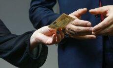 Kā vietvarām pietuvināto organizācijas iegūst lielo pilsētu naudu