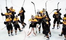 Foto: Vācijas hokejisti 'Arēnā Rīga' līksmo par izcīnīto olimpisko ceļazīmi