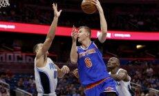 Porziņģim 14 gūti punkti 'Knicks' rezervistu izcīnītā uzvarā pār 'Magic' basketbolistiem