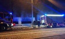 Jēkaba kazarmu tuvumā aizdegas divas automašīnas