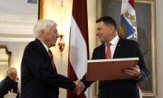 Foto: Prezidents pasniedz Cildinājuma rakstu profesoram Keggi