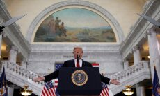ASV Augstākā tiesa ļauj pilnībā stāties spēkā Trampa imigrācijas rīkojumam