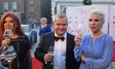 Foto: Kā smalkie viesi bija saposušies uz grezno Rīgas balli