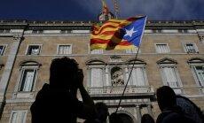 Spānija dod laiku atceltajām Katalonijas amatpersonām pamest birojus