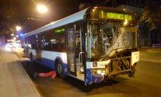 Video: Brīvības gatvē avarē 'Rīgas satiksmes' autobuss